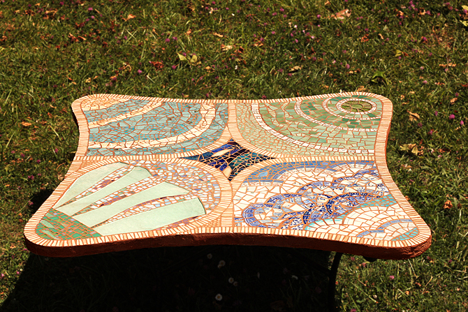Table en mosaique à Bordeaux