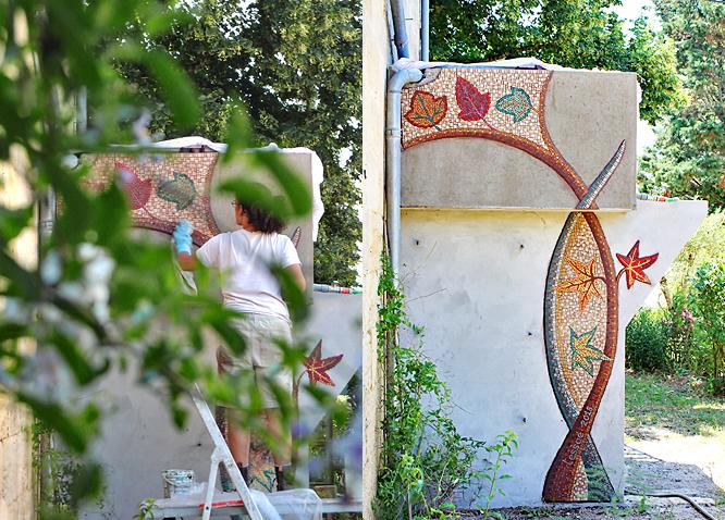 Magali Magère, mosaïste d'art à Bordeaux - Chantier pour la pose d'une mosaique murale