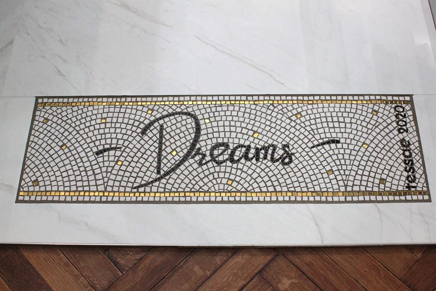 Création et pose d'une mosaïque pour un sol de salle de bains à Bordeaux