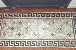 Restauration d'une entrée d'échoppe en mosaïque de pierres marbrières à Bordeaux (chantier terminé)