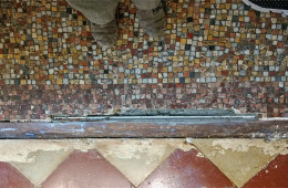 Restauration d'un sol en mosaïque début XXe siècle à Bordeaux (chantier en cours)